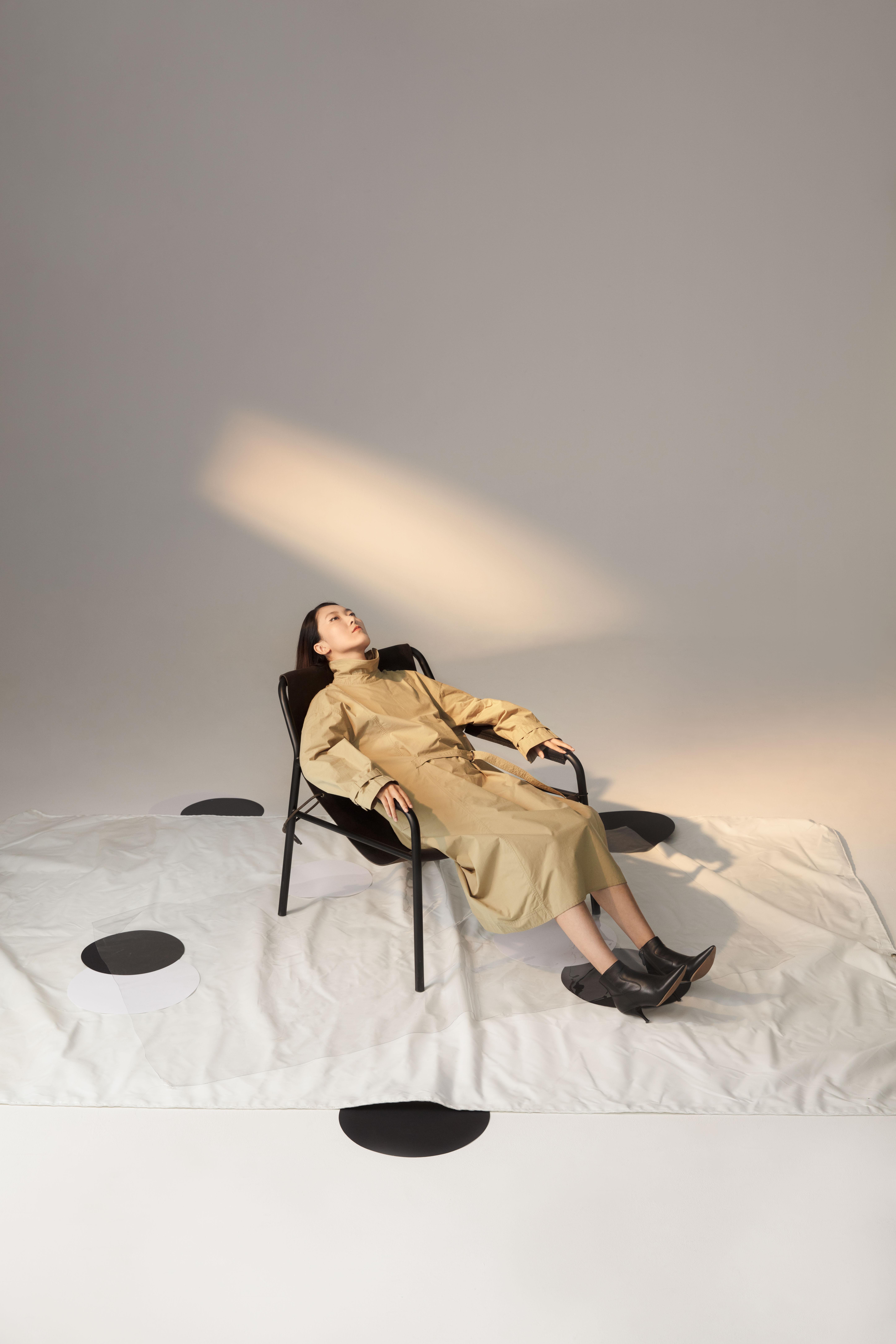 设计师何艳创立的同名女装品牌HE YAN,从2019年春夏系列开始,与ZUCZUG推出了持续性的合作系列服饰。